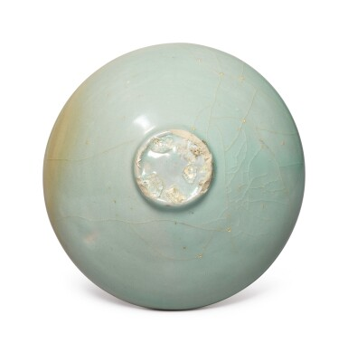 View 6. Thumbnail of Lot 1070.  A CARVED CELADON-GLAZED BOWL,  KOREA, GORYEO DYNASTY, 13TH / 14TH CENTURY.