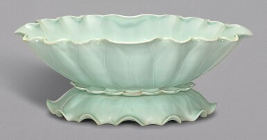 A RARE LARGE CELADON-GLAZED JARDINIERE IN THE SHAPE OF A DOUBLE-LOTUS LEAF, YONGZHENG SEAL MARK AND PERIOD | 清雍正 粉青釉荷葉式花盆 《大清雍正年製》款