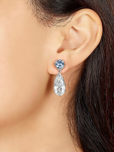 View 3. Thumbnail of Lot 1753. AN EXQUISITE AND UNIQUE PAIR OF FANCY INTENSE BLUE DIAMOND AND DIAMOND PENDENT EARRINGS | 超凡尚品 1.95及1.63卡拉 濃彩藍色鑽石 配 5.95及 5.24卡拉 梨形 D色 內部無瑕(IF)Type IIa 鑽石 耳墜一對.