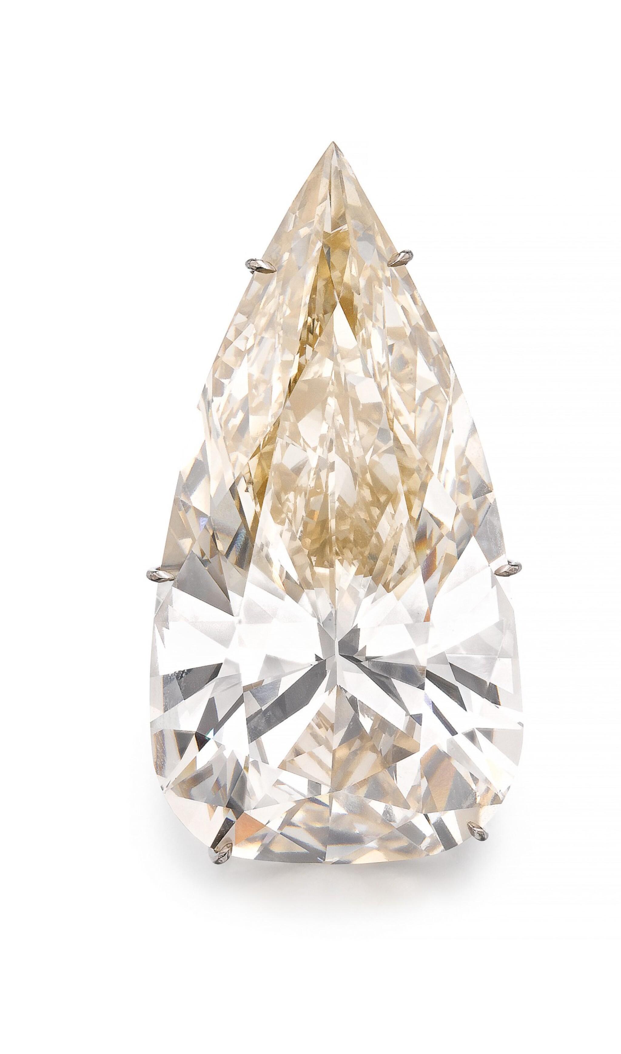 View full screen - View 1 of Lot 194.  IMPORTANT DIAMOND PENDANT [重要鑽石吊墜].