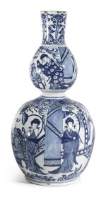 A DUTCH DELFT BLUE AND WHITE DOUBLE GOURD VASE | EARLY 18TH CENTURY