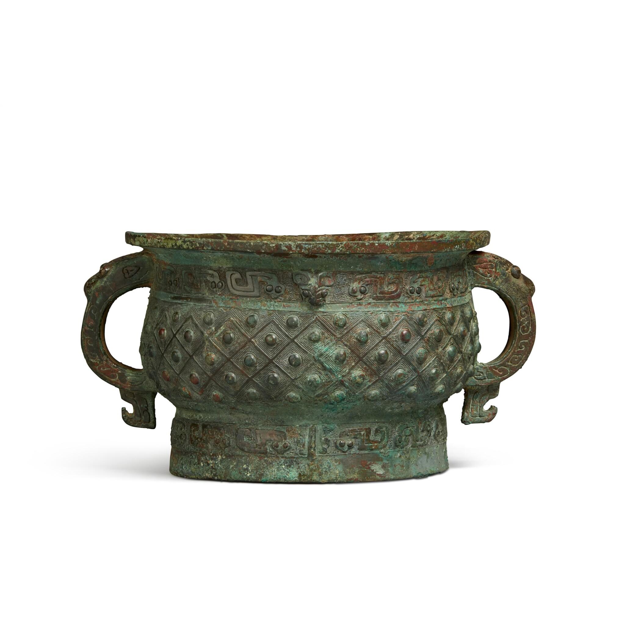 View full screen - View 1 of Lot 13. An archaic bronze ritual food vessel (Gui), Early Western Zhou dynasty | 西周初 旅簋.