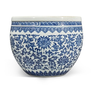 View 4. Thumbnail of Lot 74. A blue and white 'floral' fishbowl, Qing dynasty, 18th century | 清十八世紀 青花纏枝蓮紋缸.