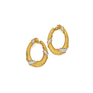 PAIR OF GOLD AND DIAMOND EARCLIPS, VAN CLEEF & ARPELS | 黃金鑲鑽石耳環一對,梵克雅寶