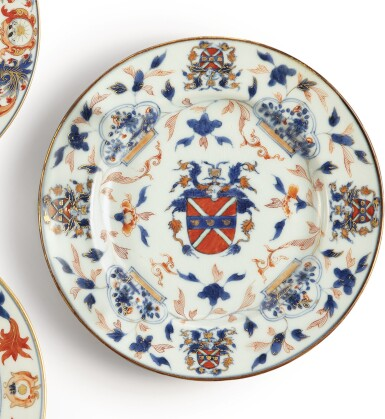 A CHINESE EXPORT ARMORIAL PLATE, QING DYNASTY, KANGXI PERIOD, CIRCA 1716