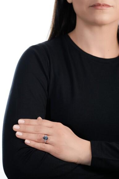 View 5. Thumbnail of Lot 157.  Graff | Fine fancy deep blue diamond ring | 格拉夫 | 深彩藍色鑽石戒指.