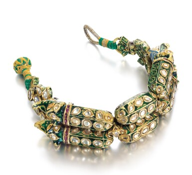 A MUGHAL GEM-SET AND ENAMELLED BRACELET WITH MAKARA-HEAD TERMINALS, NORTH INDIA, 18TH CENTURY