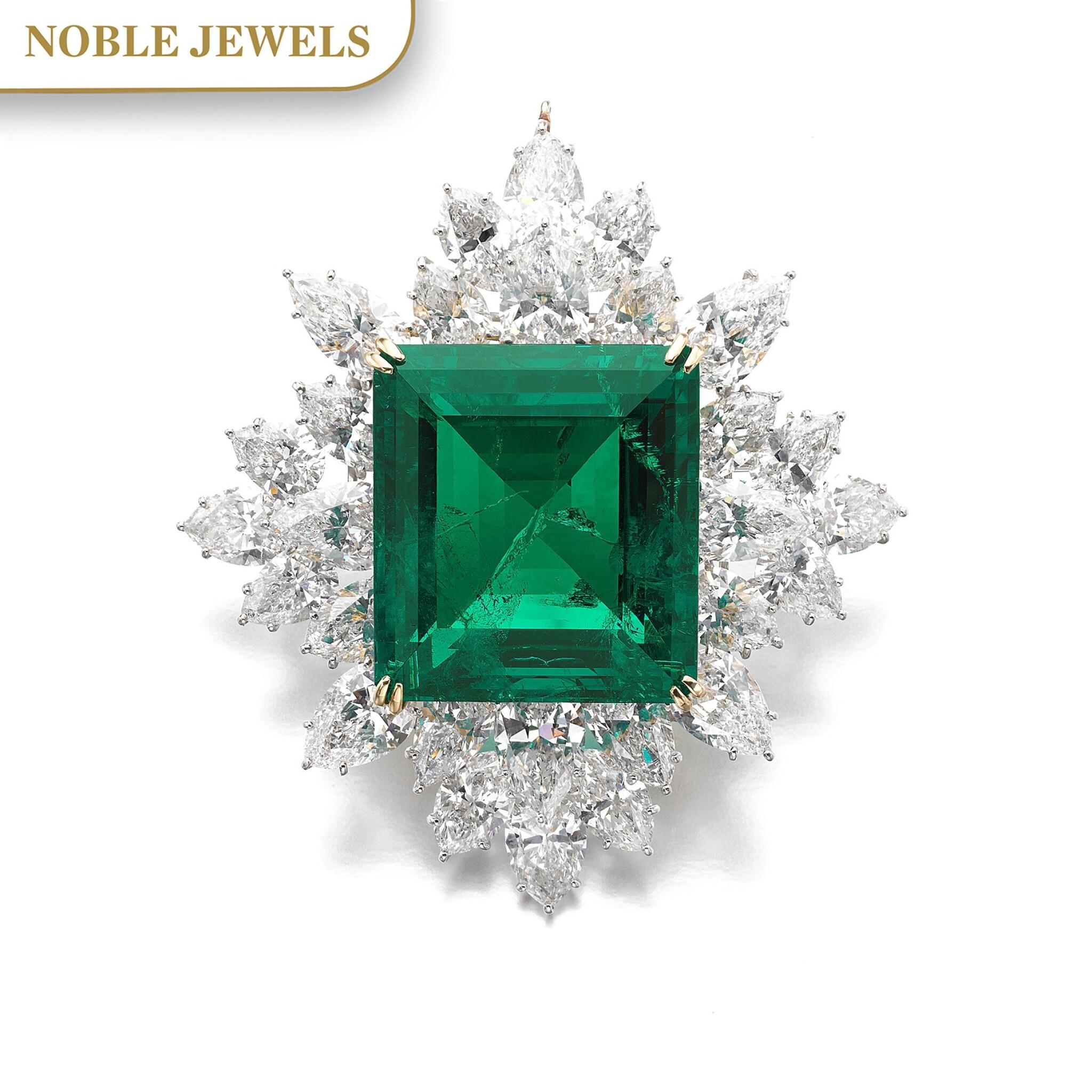 View full screen - View 1 of Lot 175. Harry Winston | Impressive Emerald and diamond brooch/pendant combination | 祖母綠配鑽石別針/吊墜組合.