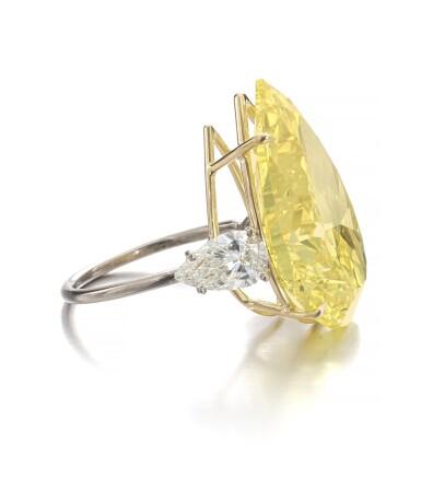 View 2. Thumbnail of Lot 158. Exceptional fancy vivid yellow diamond ring   艷彩黃色鑽石戒指.
