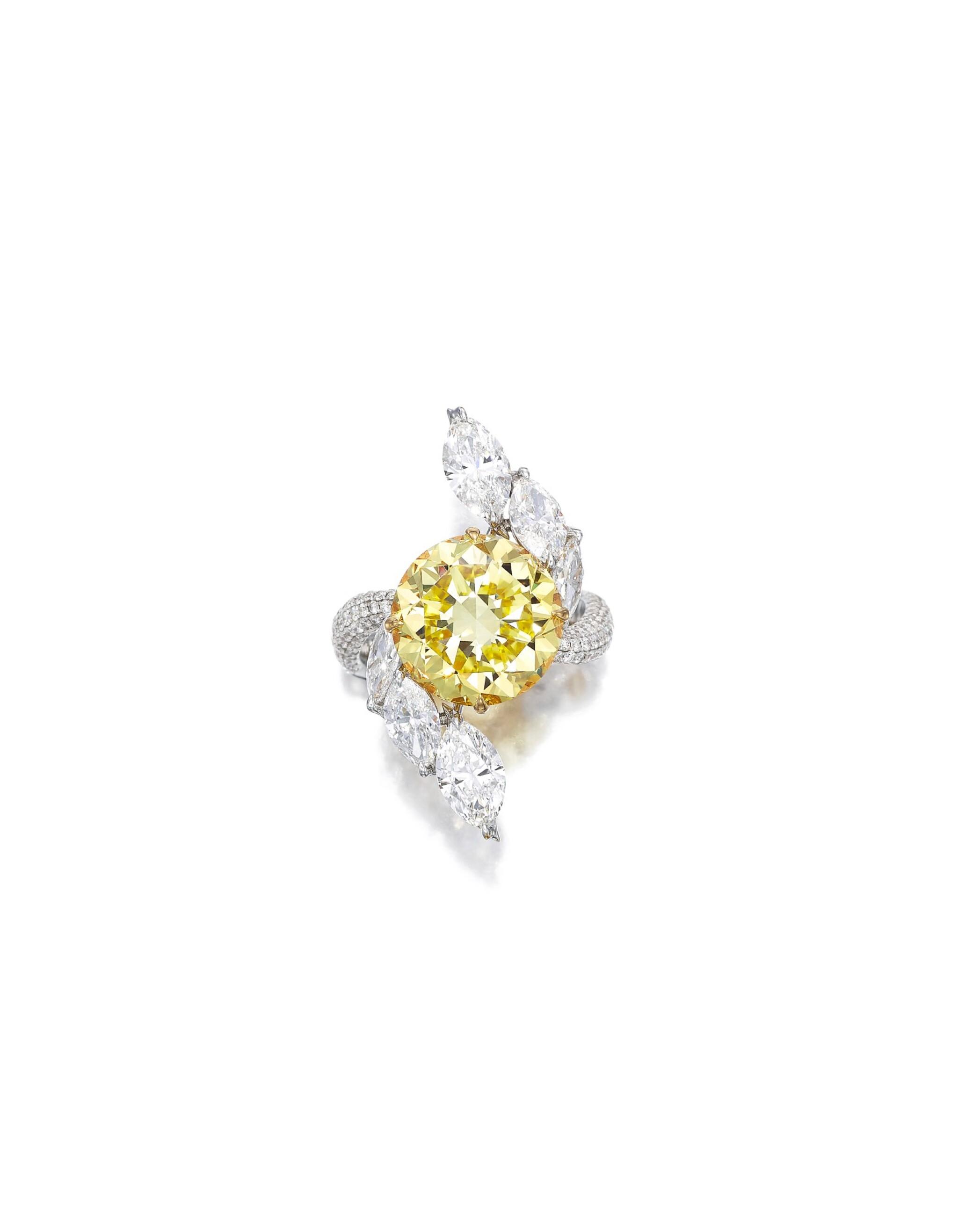 View full screen - View 1 of Lot 1635. FANCY DEEP YELLOW DIAMOND AND DIAMOND RING| 7.29卡拉 深彩黃色 鑽石 配 鑽石 戒指.