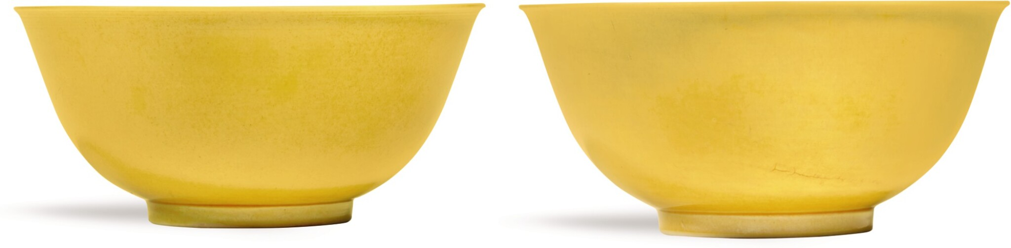 View full screen - View 1 of Lot 337. A PAIR OF YELLOW-GLAZED BOWLS JIAQING SEAL MARKS AND PERIOD | 清嘉慶 黃釉盌一對 《大清嘉慶年製》款.