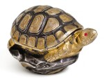 A PARCEL-GILT AND OXIDISED SILVER BONBONNIERE IN THE SHAPE OF A TURTLE, FRENCH, EARLY 20TH CENTURY, RETAILED BY ASPREY, LONDON, 1906