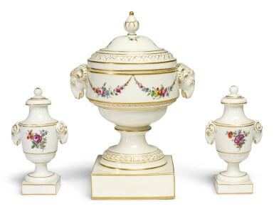 AN LOOSDRECHT URN-SHAPED VASE AND COVER, AND A SIMILAR PAIR OF LOOSDRECHT SMALL VASES AND COVERS | CIRCA 1780