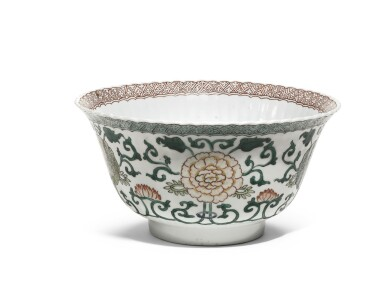 A FAMILLE-VERTE 'FLORAL STRAPWORK' BOWL   QING DYNASTY, KANGXI PERIOD
