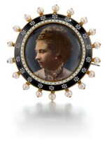 ATTRIBUTED TO CARLO GIULIANO (1831-1895), ENGLISH, LONDON, LAST QUARTER 19TH CENTURY | MOURNING JEWEL WITH A PHOTOGRAPH OF PRINCESS ALICE OF ENGLAND (1843-1878)