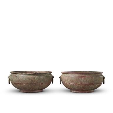 View 3. Thumbnail of Lot 16. A pair of archaic bronze water basins (Jian), Eastern Zhou dynasty, late 6th - early 5th century BC   東周 公元前六世紀末至五世紀初 青銅交龍紋鋪首耳鑒一對.