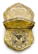 A SILVER-GILT SNUFF BOX WITH TIMEPIECE, THE DIAL WITH FALSE PENDULUM CIRCA 1740 [銀鎏金鼻煙壺連時計,備仿鐘擺錶盤,年份約1740]