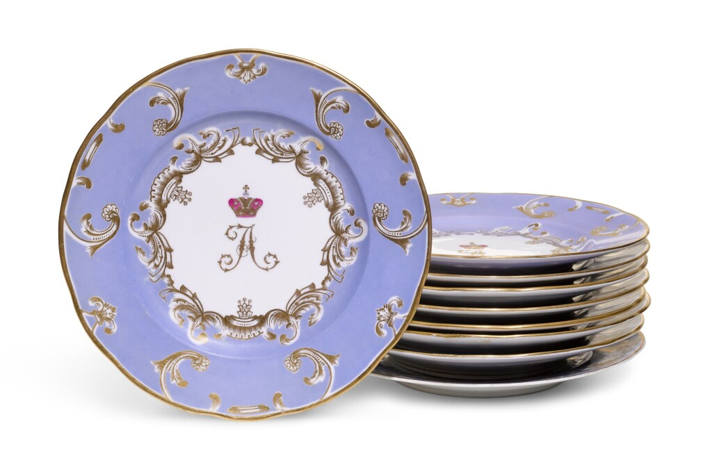 NINE PORCELAIN DINNER PLATES FROM THE FARM PALACE BANQUET SERVICE, IMPERIAL PORCELAIN FACTORY, ST PETERSBURG, PERIOD OF NICHOLAS I (1825-1855) AND ALEXANDER III (1881-1894)