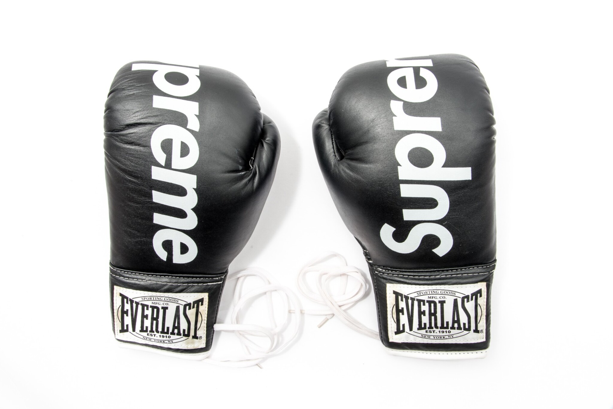 View full screen - View 1 of Lot 4. SUPREME EVERLAST BOXING GLOVES BLACK.
