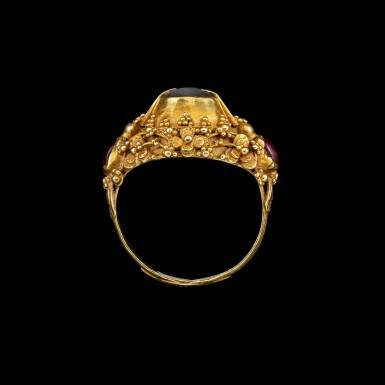 View 4. Thumbnail of Lot 1018. A gem-set gold 'flower and bird' priest's ring Bali, Indonesia, 19th - early 20th century   十九至二十世紀初 印尼峇里 金嵌寶花鳥紋戒指.