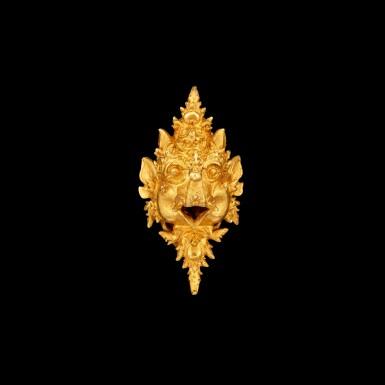 View 1. Thumbnail of Lot 1036. A gold 'Makara' ear clip East Java, Indonesia, 13th - 15th century | 十三至十五世紀 印尼東爪哇 摩羯形金耳夾.