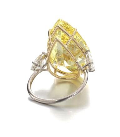 View 3. Thumbnail of Lot 158. Exceptional fancy vivid yellow diamond ring   艷彩黃色鑽石戒指.