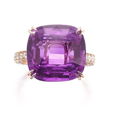 View 1. Thumbnail of Lot 739. Pink-purple sapphire ring | 粉紫色剛玉戒指.