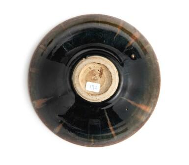 View 4. Thumbnail of Lot 101. A superb russet-splashed black-glazed bowl, Northern Song / Jin dynasty | 北宋 / 金 黑釉醬花飛斑紋笠式盞.