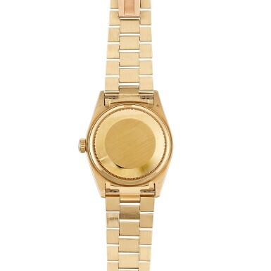 View 3. Thumbnail of Lot 54. 'Stella' Day-Date, Ref. 18038 Yellow gold wristwatch with day, date, bracelet and green 'stella' dial Circa 1988   勞力士18038型號「'Stella' Day-Date」黃金鍊帶腕錶備星期、日期顯示及綠色 Stella 錶盤,年份約1988.