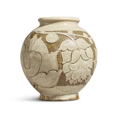 View 2. Thumbnail of Lot 186. A 'Cizhou' sgraffiato 'floral' ovoid vase, Jin dynasty | 金 磁州窰白釉剔花罐.