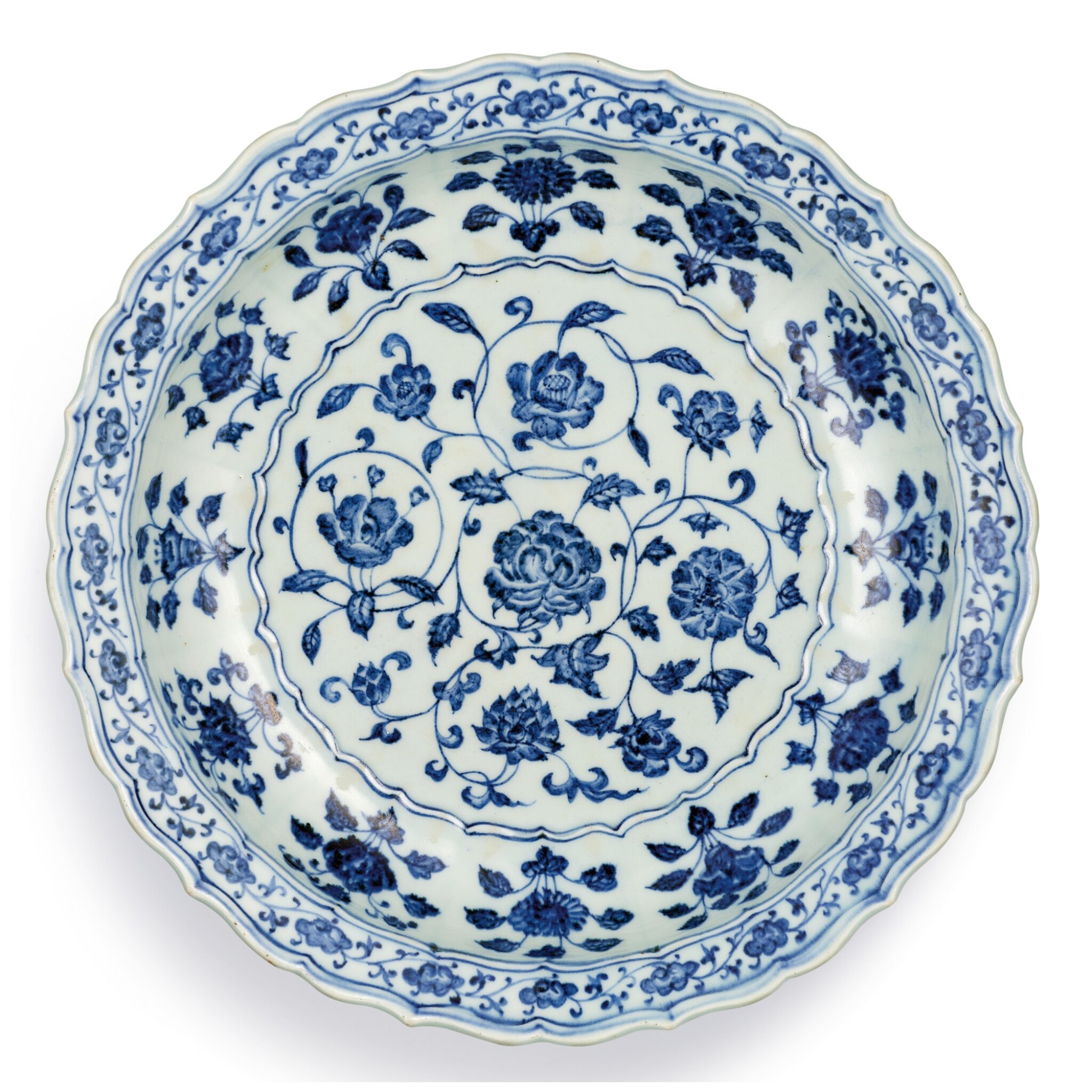 View full screen - View 1 of Lot 3607. A FINE BLUE AND WHITE 'FLORAL' BARBED CHARGER MING DYNASTY, YONGLE PERIOD | 明永樂 青花花卉紋菱口折沿盤.