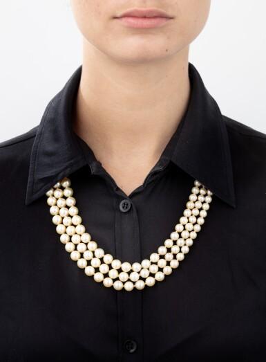 Cultured pearl necklace [Collier perles de culture]