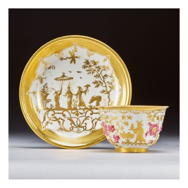 A MEISSEN HAUSMALER TEABOWL AND SAUCER THE PORCELAIN CIRCA 1715-20, THE DECORATION 1725-30