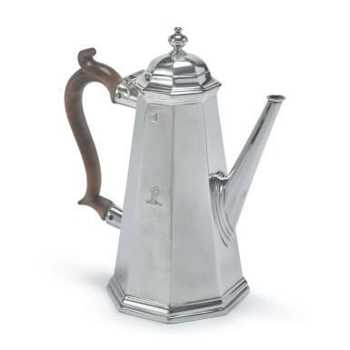 A GEORGE I SILVER OCTAGONAL COFFEE POT, SARAH HOLADAY, LONDON, BRITANNIA STANDARD, 1724