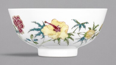 A FAMILLE-ROSE 'BUTTERFLY AND FLOWER' BOWL, YONGZHENG MARK AND PERIOD | 清雍正 粉彩蝶戀花紋盌 《大清雍正年製》款