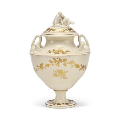 A WEDGWOOD CREAMWARE TWO-HANDLED VASE AND COVER CIRCA 1900