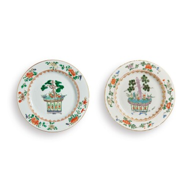 CHINESE FAMILLE-VERTE PLATE AND A MEISSEN FAMILLE-VERTE PLATE KANGXI PERIOD AND  CIRCA 1740 | 清康熙 五彩盆花圖盤 約1740年 邁森五彩盆花圖盤