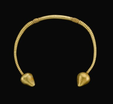 A GOLD TORQUE, CIRCA 3RD/1ST CENTURY B.C., OR LATER
