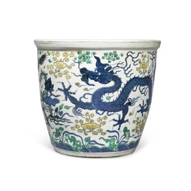 View 4. Thumbnail of Lot 88. A large wucai 'dragon' jardinière, Mark and period of Wanli | 明萬曆 五彩雲龍穿蓮紋大缸 《大明萬曆年製》款.