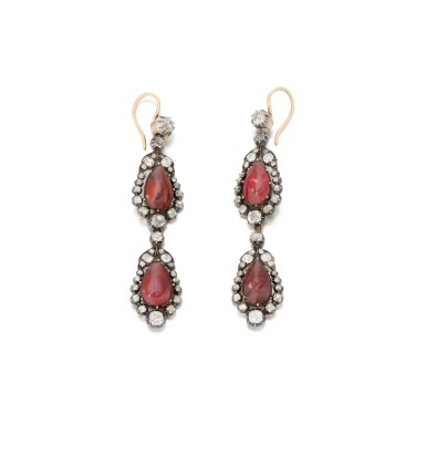 PAIR OF GARNET AND DIAMOND EARRINGS   (PAIO DI ORECCHINI CON GRANATI E DIAMANTI)