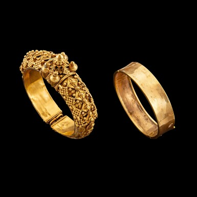 View 1. Thumbnail of Lot 1033. A gold 'pagoda' bracelet South India, 19th century | 十九世紀 南印度 金手鐲一組兩件.