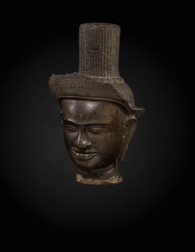 View 2. Thumbnail of Lot 235. A sandstone head of a deity, probably Shiva Khmer, Banteay Srei style, late 10th century   高棉 十世紀晚期 班迭斯雷式砂岩雕或為濕婆首像.