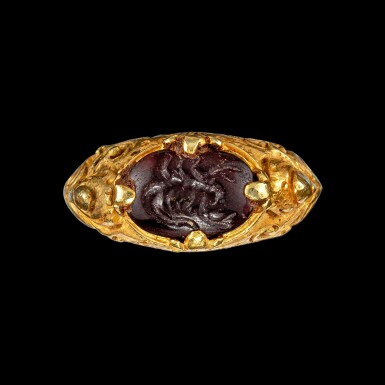 View 1. Thumbnail of Lot 1042. A gold repoussé ring with a garnet intaglio of a scorpion Khmer, 9th - 15th century | 九至十五世紀 高棉 金嵌石榴石凹雕蠍紋戒指.