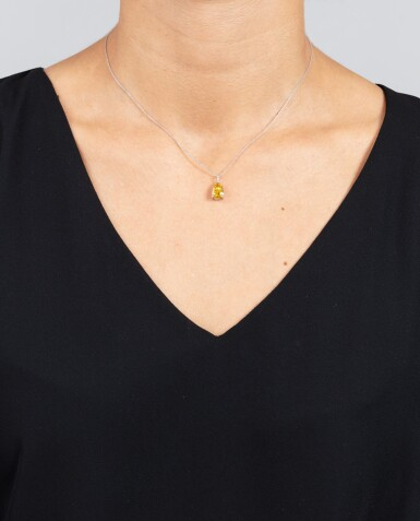 View 4. Thumbnail of Lot 124. COLLIER DIAMANT FANCY DEEP ORANGY YELLOW |  FANCY DEEP ORANGY YELLOW DIAMOND NECKLACE.