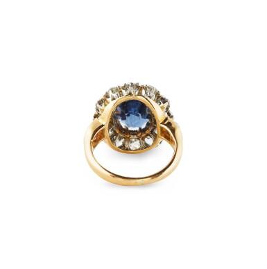 View 2. Thumbnail of Lot 7. BAGUE SAPHIR ET DIAMANTS  | SAPPHIRE AND DIAMOND RING .