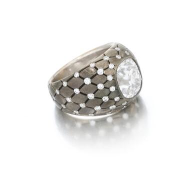 View 2. Thumbnail of Lot 140. Diamond ring (Anello con diamanti).
