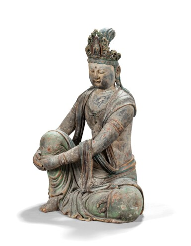 View 2. Thumbnail of Lot 170. Grande figure de Bodhisattva en bois sculpté polychrome probablement début XXème siècle | 或為二十世紀初 木雕加彩菩薩坐像 | A large Ming-style carved wood Bodhisattva, early 20th century.
