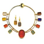 RETAILED BY HUNT & ROSKELL   HARDSTONE INTAGLIO DEMI-PARURE