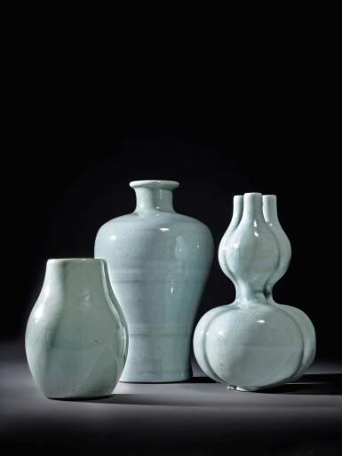 View 6. Thumbnail of Lot 141. A fine Ru-type triple-neck double-gourd vase, Seal mark and period of Qianlong | 清乾隆 仿汝釉三連葫蘆瓶 《大清乾隆年製》款.