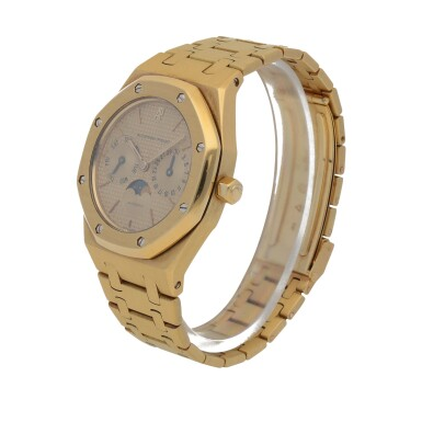 View 2. Thumbnail of Lot 520. Royal Oak, Ref. 25594BA Yellow gold wristwatch with day, date, moon phases and bracelet Circa 1990   愛彼 25594BA型號「Royal Oak」黃金鍊帶腕錶備日期、星期及月相顯示,年份約1990.